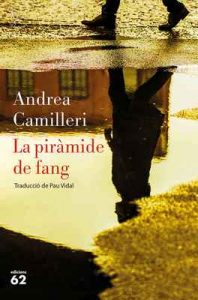 La piràmide de fang – Andrea Camilleri, Pau Vidal Gavilan [ePub & Kindle] [Catalán]