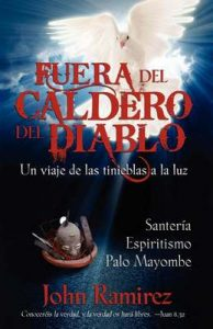 Fuera del caldero del diablo – John Ramirez [ePub & Kindle]